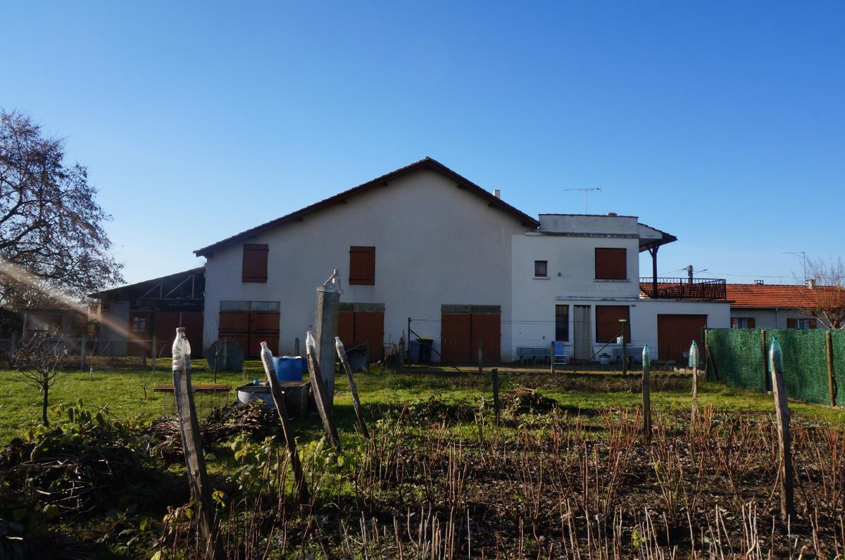 COUTRAS – Maison à rénover avec dépendances