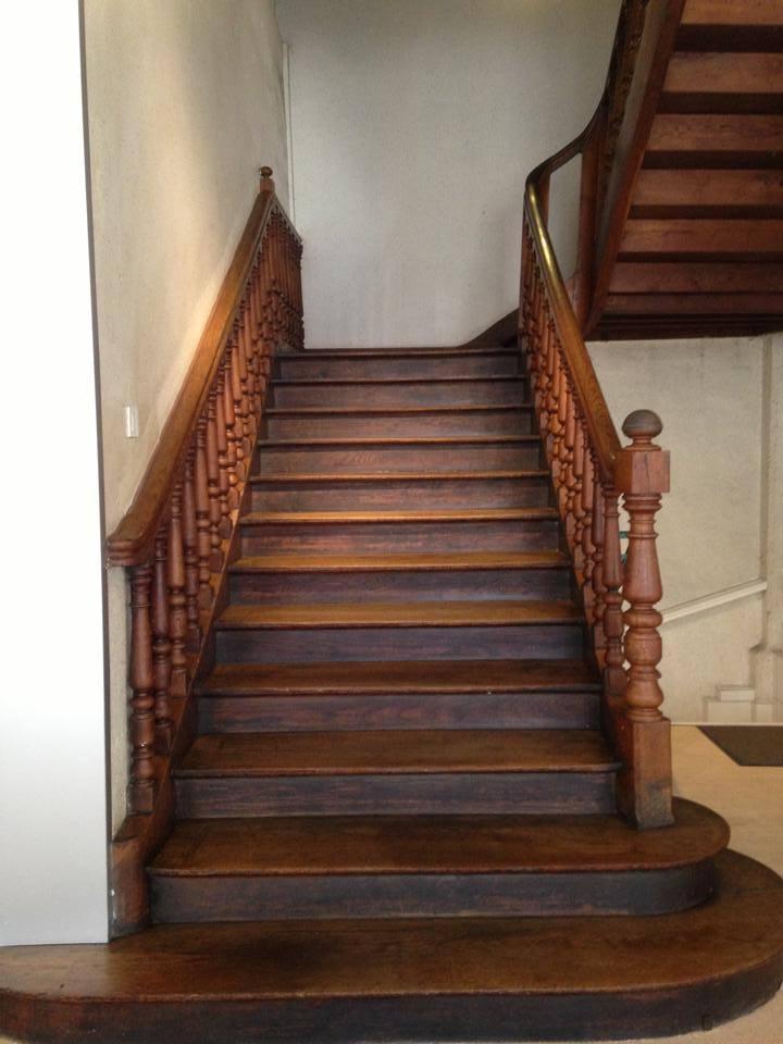 Entretien et Mise en Cire de vos Escaliers à Angers