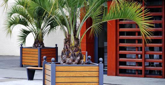Aménagement espaces loisirs, bancs, bacs à fleurs