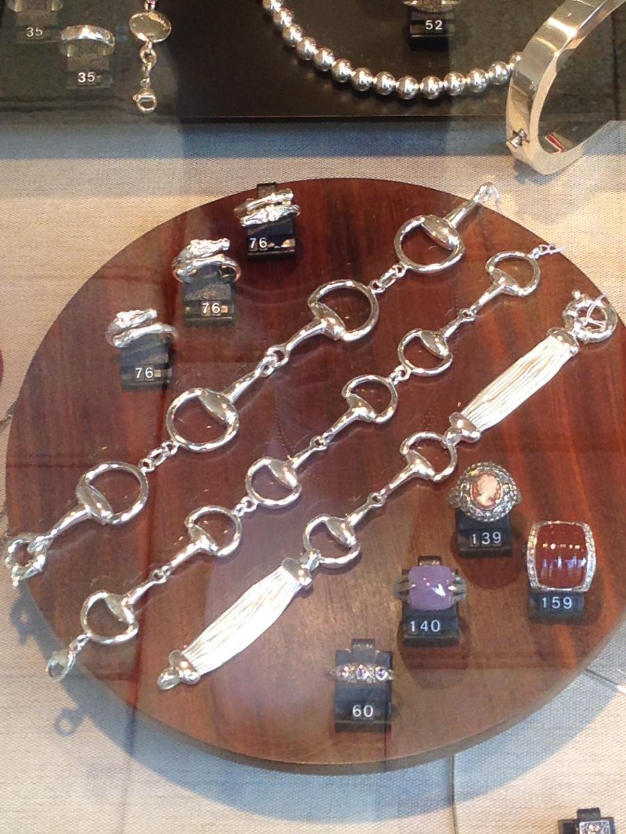 Vente de bracelets au Mans