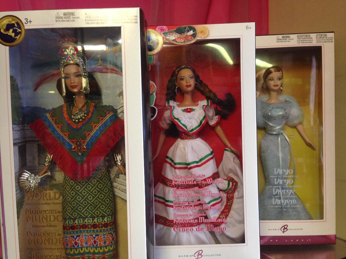 De très nombreuses poupées de collection de marques renommées