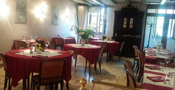 Salle à manger du restaurant Au Coq Blanc à Niederbronn-les-Bains