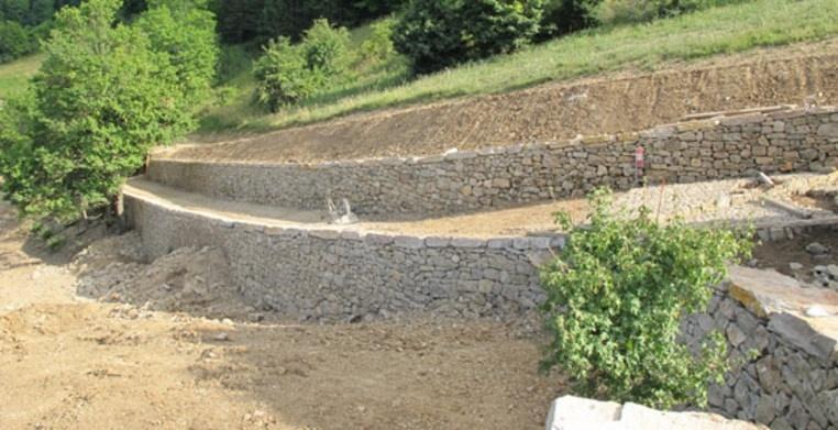 Chemin de croix à Mende  - Maçonnerie en pierres sèches