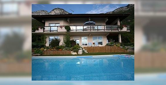 promoteur - Villa avec une grande piscine