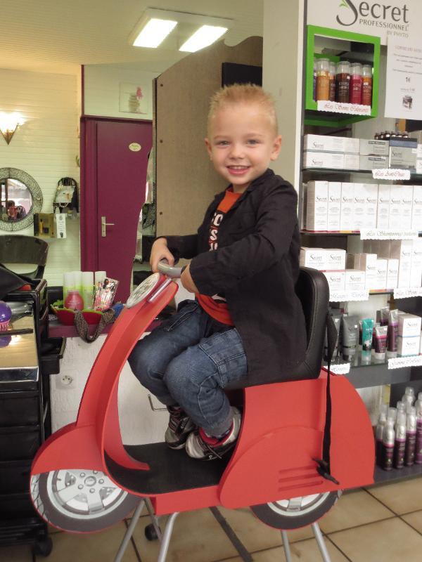 Salon de coiffure mixte Acajou, espace enfant à Dax