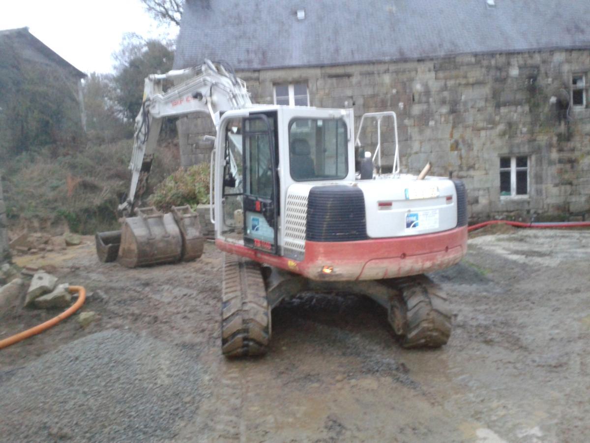 terrassement avec une pelle de 14 tonnes