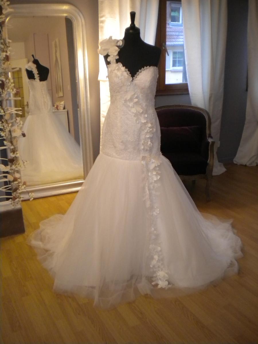 Superbe robe présentée par les Mariées du Moulin