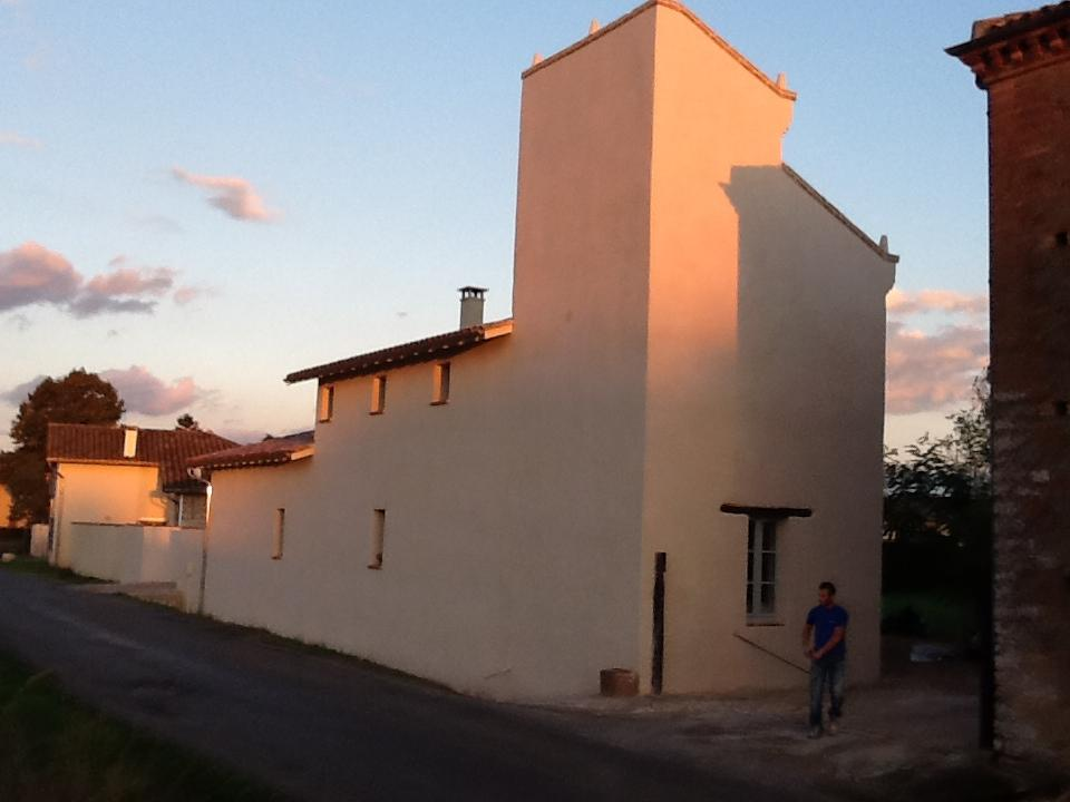 Ravalement de façade, crépi,  à Bioule, près de Montauban Tarn et Garonne (82)