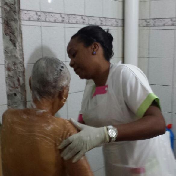 Aide à la toilette - Infirmière Le Lamentin
