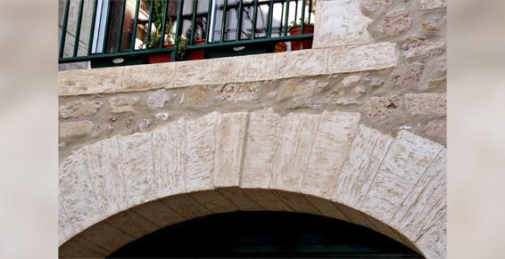 Réalisation d'encadrements en fausses pierres à Florensac