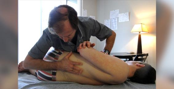 Atténue les douleurs en renforçant les muscles profonds