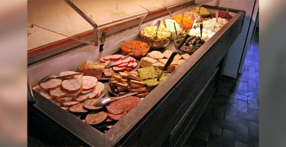 Buffet d'entrées + 3 plats au choix + fromage + dessert + 1/4 de vin
