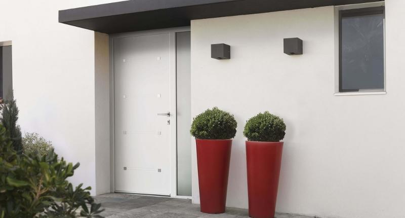 Porte d'entrée monobloc en PVC