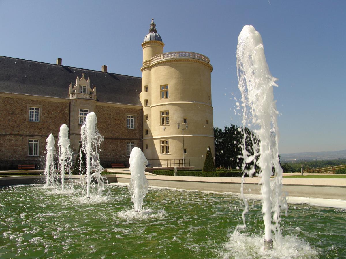 Fontaine château Château de Bouthéon Loire