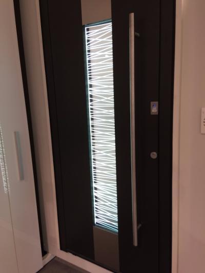 Porte d'entrée aluminium Yoko, gamme Select
