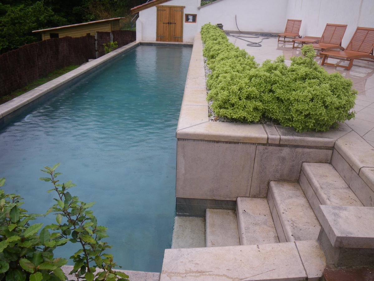 Création d'un couloir de nage et plage en pierre
