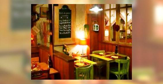 restaurants - tables, décoration typique, convival et chaleureux