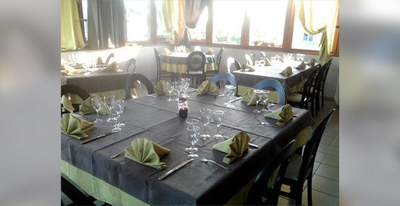 LV Coulon / Auberge De La Tour à Rocles - Restaurants