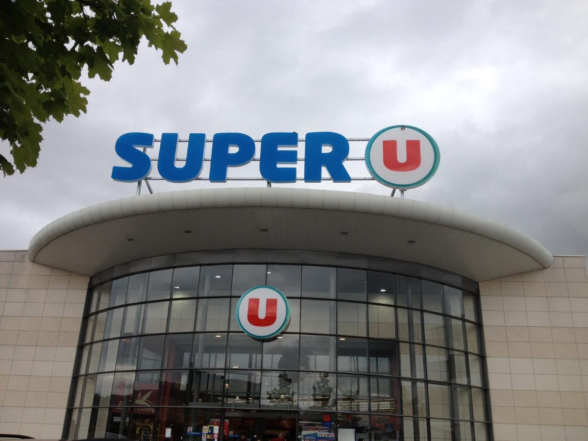 Installation d'enseignes SUPER U par Graffiti à Recey-sur-Ource (21)