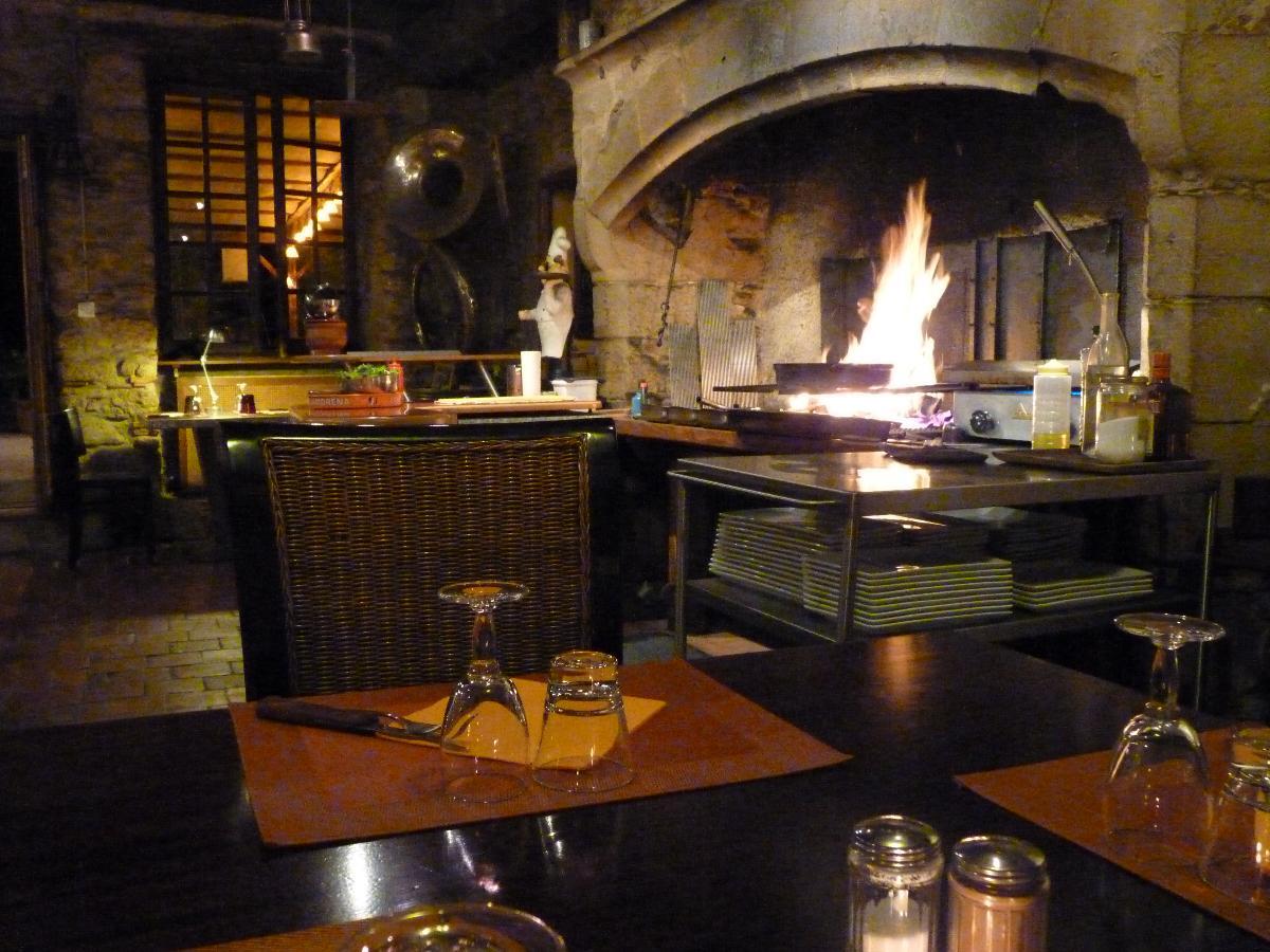 Cuisine traditionnelle et grillades en cheminée près d'Auch
