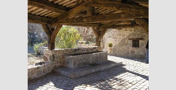 Création d'une galerie couverte avec lavoir ancien