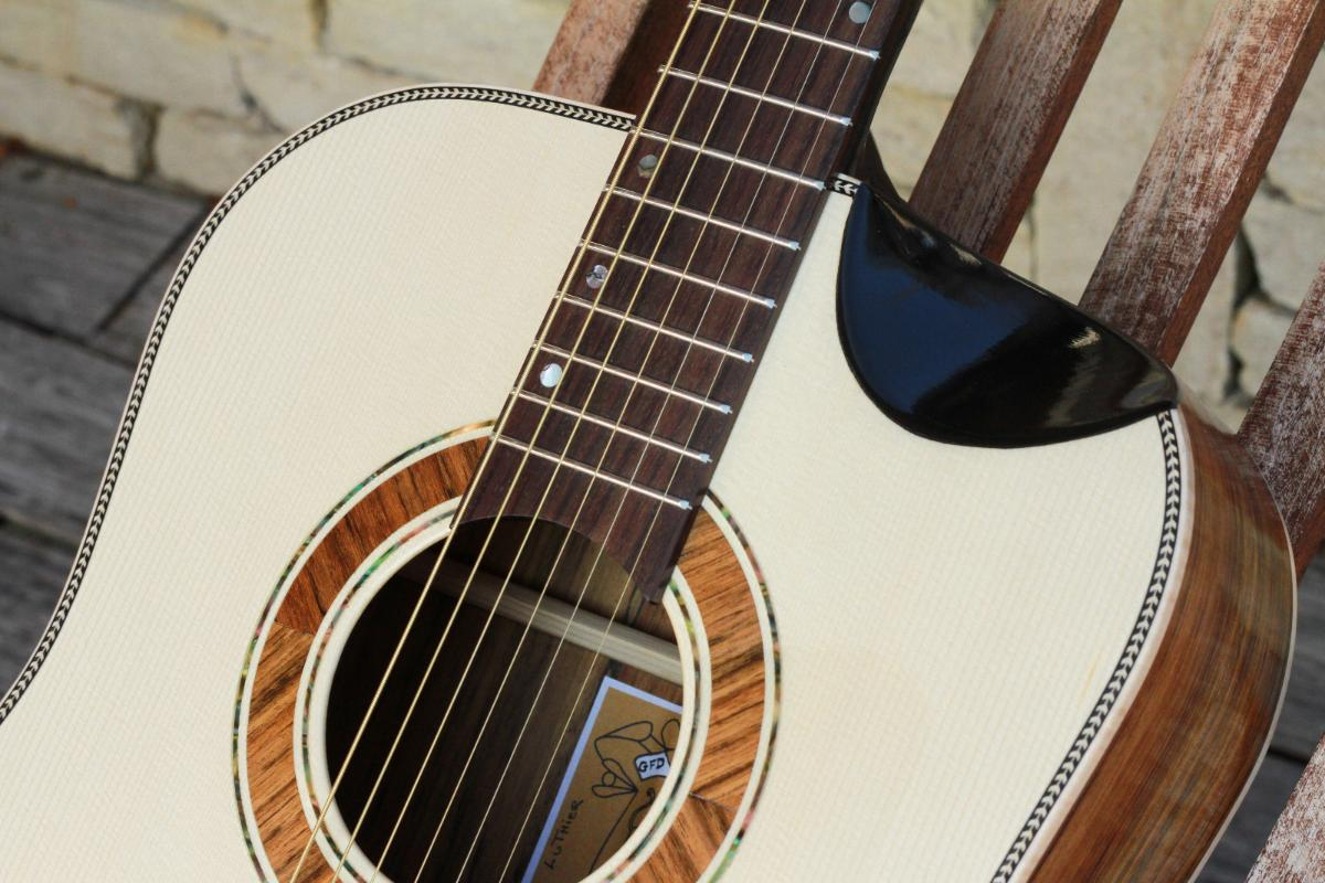 Guitare folk dreadnought5