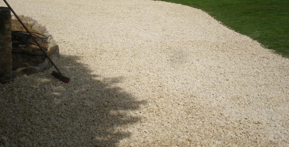 Bi couche, graviers, déco, resines au sol