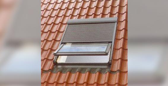 Volet roulant pour fenêtre de toit