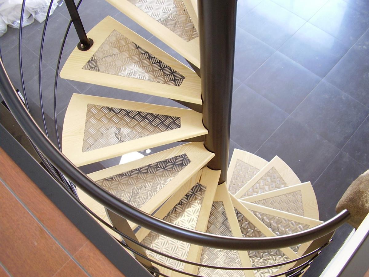 Alpha Métal, spécialiste escaliers bois et métal